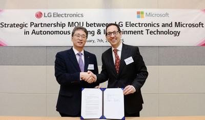 Dans le cadre de ce partenariat, LG accélérera la transformation de sa plateforme numérique pour l'industrie automobile, considérée comme un moteur de croissance clé pour l'entreprise, en tirant parti des technologies infonuagiques et d'intelligence artificielle Microsoft Azure et du futur logiciel d'autoconduite de LG. (Groupe CNW/LG Electronics Canada)