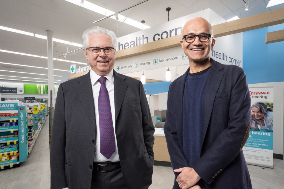 Satya Nadella, presidente-executivo da Microsoft (à direita) e Stefano Pessina, vice-presidente-executivo do conselho e presidente-executivo da WBA