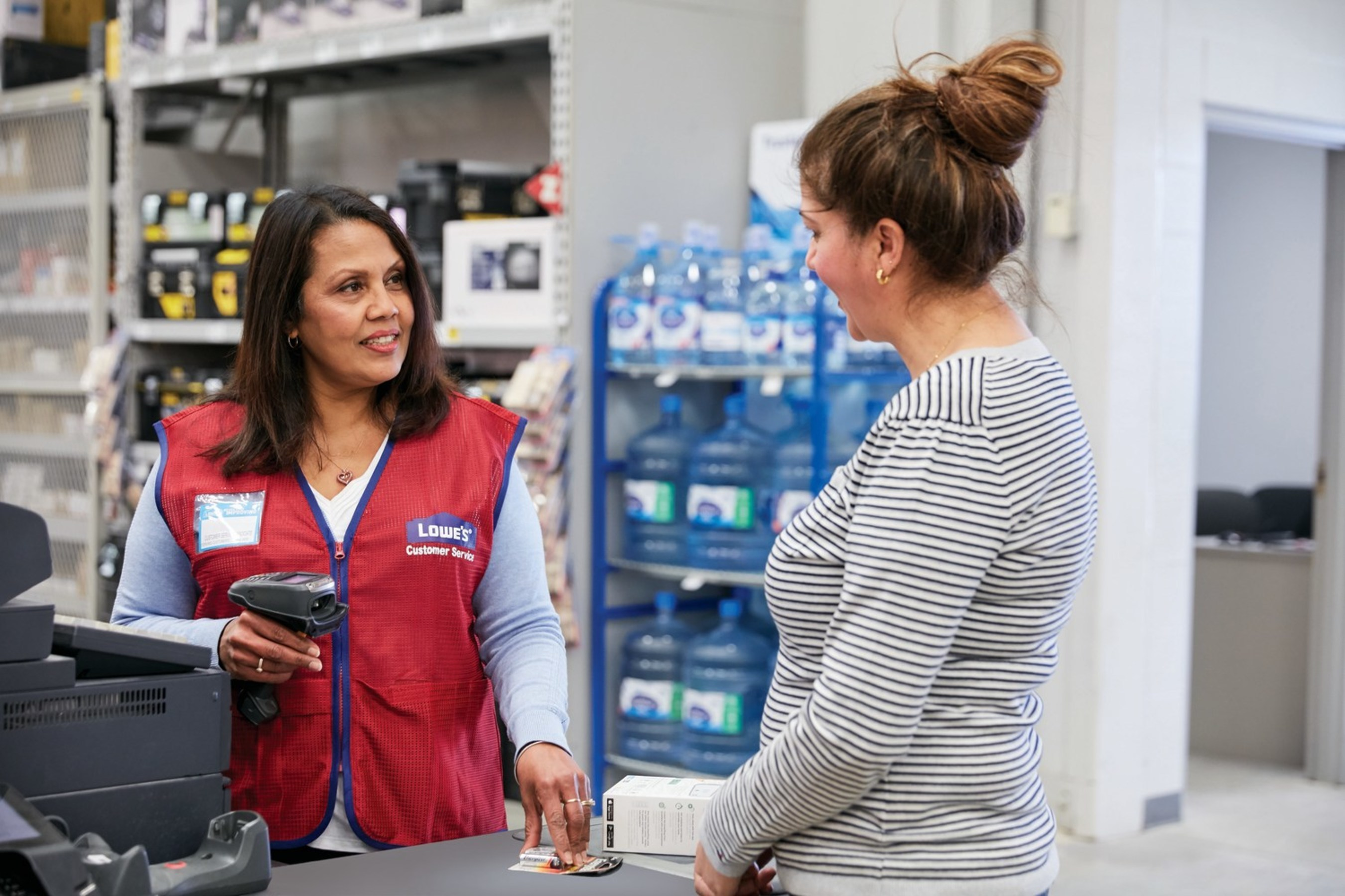 Lowe's Canada is recruiting to fill more than 6,350 positions in
