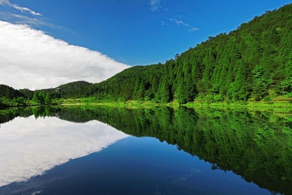 Fengyang Lake and Longquan Mountain