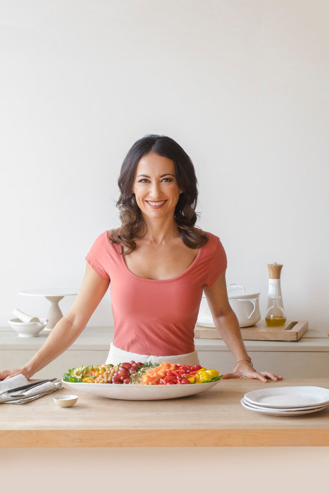 Mareya Ibrahim is an award-winning entrepreneur, chef, author, holistic nutritionist and patented inventor. She is the founder and CEO of Grow Green Industries, Inc., the makers of the eatCleaner® line of USDA biobased, organic and Kosher solutions for food safety and shelf life extension with brands including eatSafe, eatFresh, guardClean and avoFresh, for consumer and institutional use.