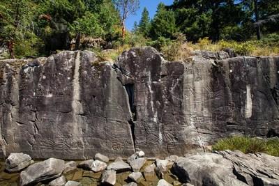 Site rupestre à ciel ouvert K'aka'win, Colombie-Britanique. Crédit photo : Akufen. © Musée de la civilisation (Groupe CNW/Musée de la civilisation)