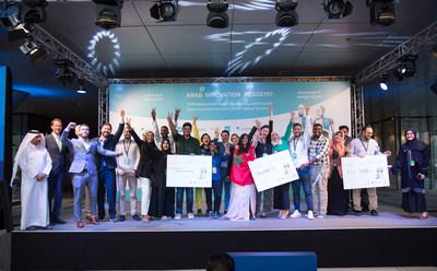 Yosouf Abdulrahman Saleh, Executive Director, QSTP, and Alar Kolk, President, EIA, with the winning teams of the second edition of the Arab Innovation Academy in Doha. (PRNewsfoto/Qatar Science & Technology Park)