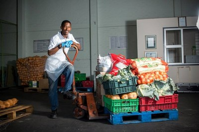 Rescued produce from farms in South Africa is ready for distribution by FoodForward South Africa, which serves more than 200,000 South Africans facing hunger annually. GFN and PepsiCo's partnership helped FFSA deliver more than 2 million servings to those in need in 2018.