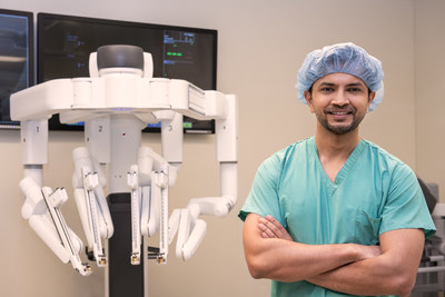 Dr. Ankit Bharat performs the first in the U.S. robotic lung volume reduction surgery using the da Vinci Xi Surgical System.