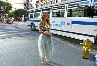 "Sarah Jessica Parker pays homage to her iconic role as Carrie Bradshaw in Stella Artois' new spot, kicking off the brand's ""Pour it Forward"" campaign to help end the global water crisis in partnership with Water.org."