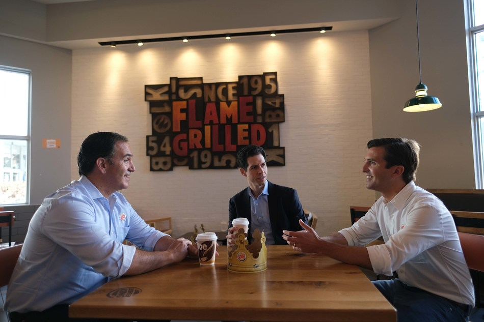 (L to R): Jose Cil (CEO of RBI), Daniel Schwartz (Executive Chairman of RBI and co-Chairman of RBI's Board of Directors), and Josh Kobza (COO of RBI) meet at a Burger King restaurant in South Beach, Miami. (CNW Group/Restaurant Brands International Inc.)