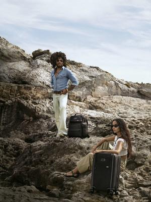 TUMI发布由兰尼及其女儿佐伊主演的全球广告宣传片