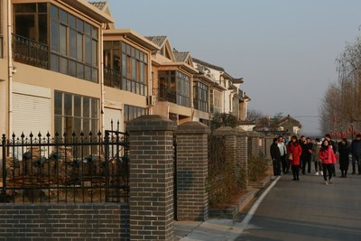 On December 13, people visited Minshuku opened by local villagers in Canglangmiao Village, Pizhuang Town.