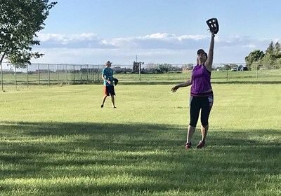 Most communities have recreational adult softball leagues, a great way to learn new physical skills and make new friends! (CNW Group/Rachel Richards)