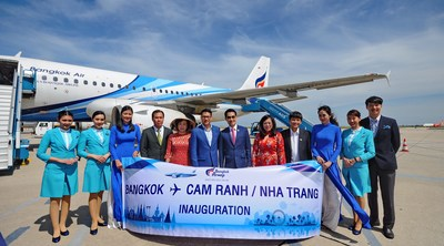 Bangkok Airways' management and Vietnamese authorities at Bangkok - Cam Ranh flight inauguration ceremony