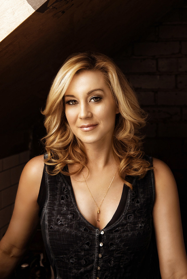 The free run on Feb. 9 will be co-hosted by Kellie Pickler on the longest red carpet.