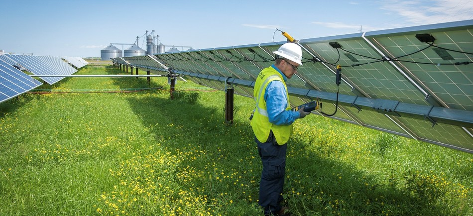 In 2018, spurred by utility-scale and rooftop installations, Duke Energy connected more than 500 megawatts of solar energy capacity in the Carolinas. The company is in the middle of a $62 million solar rebate program that has been popular with residential and commercial customers in North Carolina.