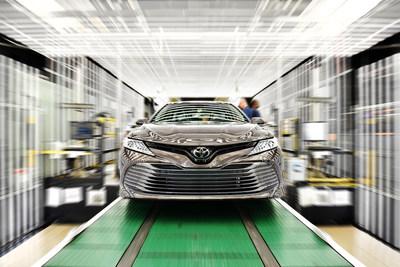 Toyota fabricó cerca de 2 millones de vehículos en 2018, incluyendo el Camry, que se produce en Kentucky. (PRNewsfoto/Toyota Motor North America)