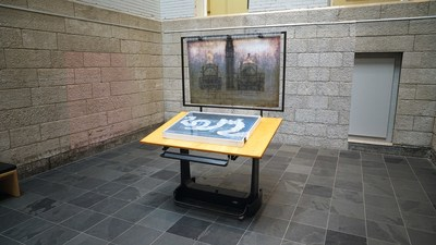 BAnQ et le Conseil des arts et des lettres du Québec inaugurent une œuvre d'art public de Guy Laramée à BAnQ Vieux-Montréal. Crédit : Jean Corbeil (Groupe CNW/Bibliothèque et Archives nationales du Québec)