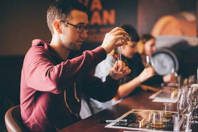 A Kavalan foi destacada por seus inovadores tours de destilaria, oferecendo aos turistas experiências únicas e memoráveis.