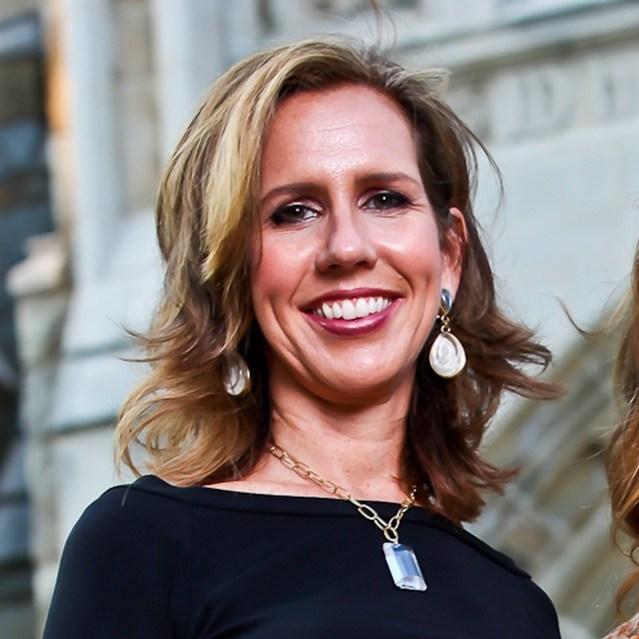 First Female Georgetown University Alumni Association Executive Director Julia Farr Announces Alumni Awardees