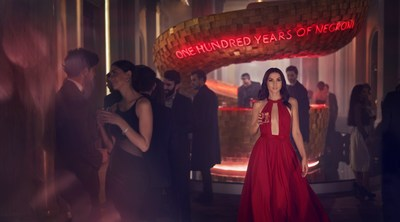 Ana De Armas starring in the 2019 Campari Red Diaries short movie, Entering Red, directed by Matteo Garrone to celebrate the Negroni's Centenary (PRNewsfoto/Campari)