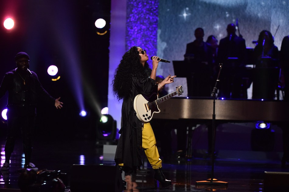 """GRAMMY-nominated artist H.E.R. performs during the CBS special, """"Aretha! A GRAMMY® Celebration For The Queen Of Soul"""" Courtesy of the Recording Academy™/photo by Getty Images © 2019"""