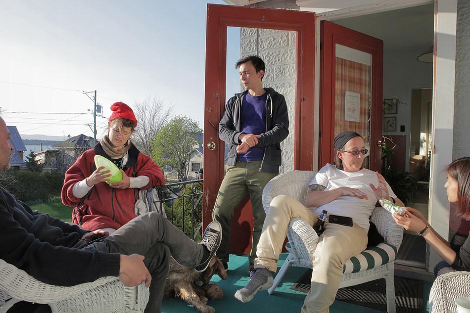 Meeting à l'abri du vent (meeting sheltered from the wind), 2014, épreuve à développement chromogène, 76.2 x 114.3 cm by Raymonde April (Montréal, Québec) (CNW Group/Scotiabank)