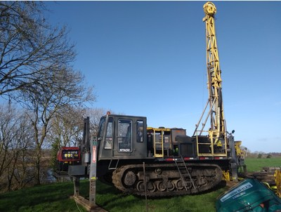 Photo 1: Drill rig sited over drill hole 11-3643-10 and ready to be extended by 200-250 metres to test the mineralized target zone at the base of the Waulsortian limestone. A lovely winter's day in Ireland! (CNW Group/Hannan Metals Ltd.)