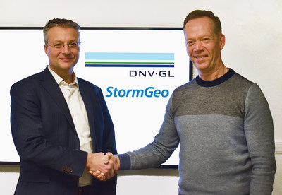 Trond Hodne, Senior Vice President at DNV GL – Maritime (left), and Per-Olof Schroeder, CEO, StormGeo (right), shake hands after the agreement to combine the fleet performance solutions of both companies under StormGeo's banner was signed.