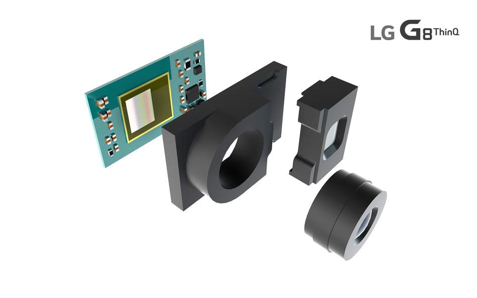 Alors que d'autres technologies 3D font appel à des algorithmes complexes pour calculer la distance d'un objet à l'objectif de l'appareil photo, le capteur d'image ToF fournit des mesures plus précises en captant la lumière infrarouge réfléchie par le sujet. (Groupe CNW/LG Electronics, Inc.)