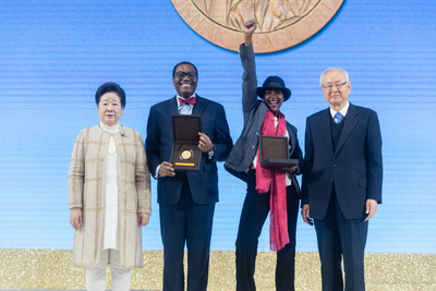 Dr. Hak Ja Han Moon and Dr. Il Sik Hong award the 2019 Sunhak Peace Prize to Dr. Akinwumi Ayodeji Adesina and Waris Dirie. (Seoul, South Korea. Photo credit: Graeme Carmichael)