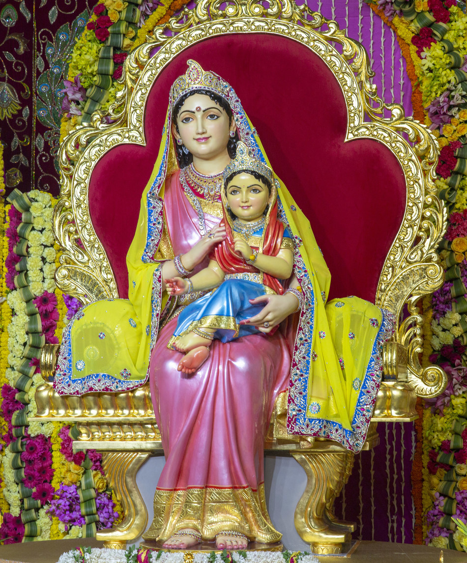Only one in the world sculpture of Shri Radhe on Her mother's lap, Shri Kirti Maiya (PRNewsfoto/Jagadguru Kripalu Parishat)