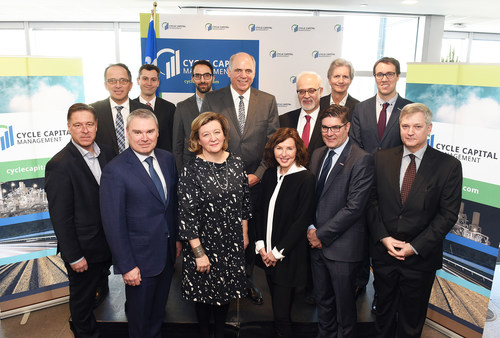 Québec's Minister of Economy and Innovation, Pierre Fitzgibbon, surrounded by the Founder and Managing Partner of Cycle Capital, Andrée-Lise Méthot, the Managing Partner of Cycle Capital, Claude Vachet, and the sponsors of Cycle Capital Fund IV. (CNW Group/Cycle Capital Management)