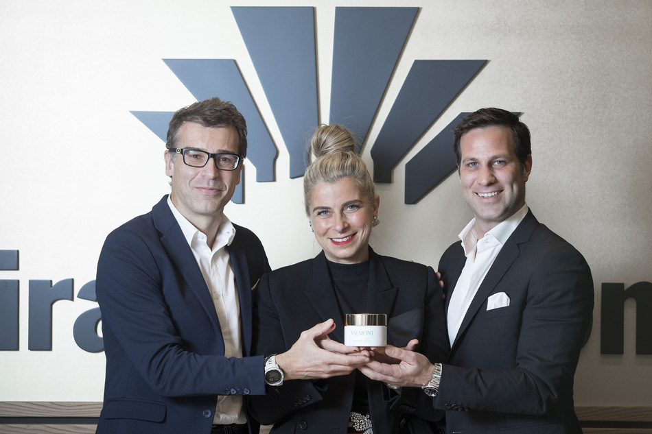 From left to right: Salvador Tasqué, Exhibition Business Director of Fira de Barcelona, Estermaria Laruccia, Director of the Valmont Barcelona Bridal Fashion Week, and Julien Michoud, CEO of Valmont South Middle Europe. Photos: Ferran Nadeu (PRNewsfoto/Fira de Barcelona)