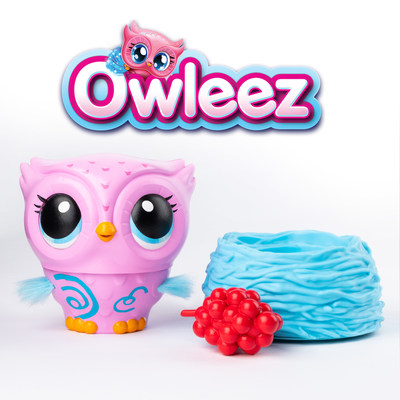 Introducing Owleez, the first and only interactive pets that you can rescue, take care of and REALLY teach to fly! (CNW Group/Spin Master)