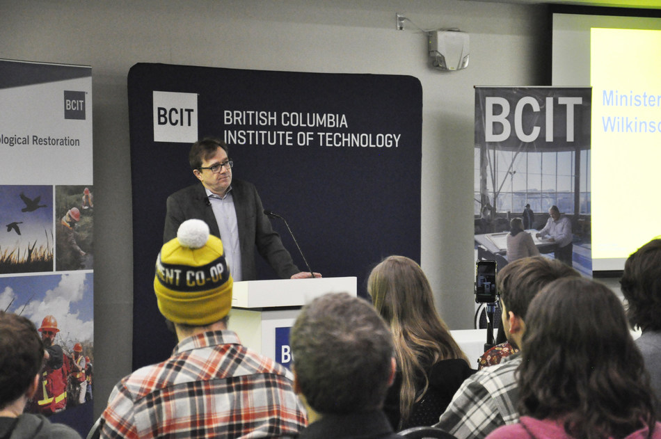 Minister Wilkinson visits students at the BC Institute of Technology as a part of his #OceansCampus Tour (CNW Group/Fisheries and Oceans Canada, Pacific Region)