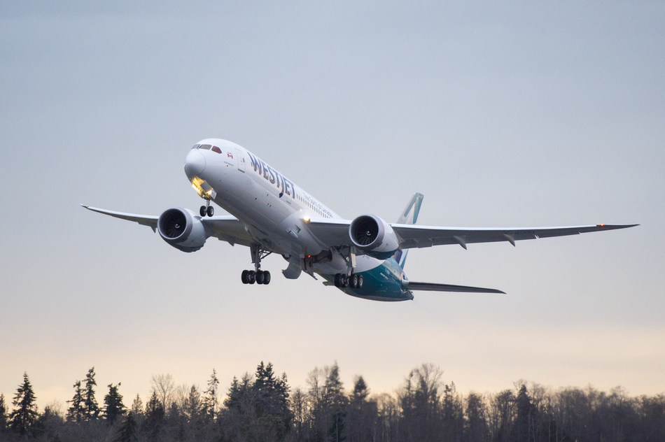 WestJet Dreamliner launches first revenue flight (CNW Group/WESTJET, an Alberta Partnership)