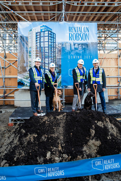 GWL Realty Advisors, joined by Mayor Kennedy Stewart, formally broke ground today on a 21-storey, pet-friendly, market rental tower at 1500 Robson Street. L-R: Vancouver Mayor Kennedy Stewart; Ralf Dost, GWL Realty Advisors; Steve Marino, GWL Realty Advisors; Jeff Fleming, GWL Realty Advisors. Joined by dogs, Hazel and Trink. (CNW Group/GWL Realty Advisors)