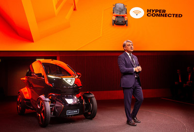SEAT President Luca de Meo presenting the Minimo at the Mobile World Congress (PRNewsfoto/SEAT)