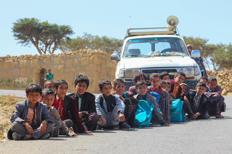 On 9 February 2019 in Yemen, children wait to be vaccinated in Dhamar during a mobile Measles and Rubella vaccination campaign. © UNICEF/UN0284436/Al-Qaflah (CNW Group/UNICEF Canada)