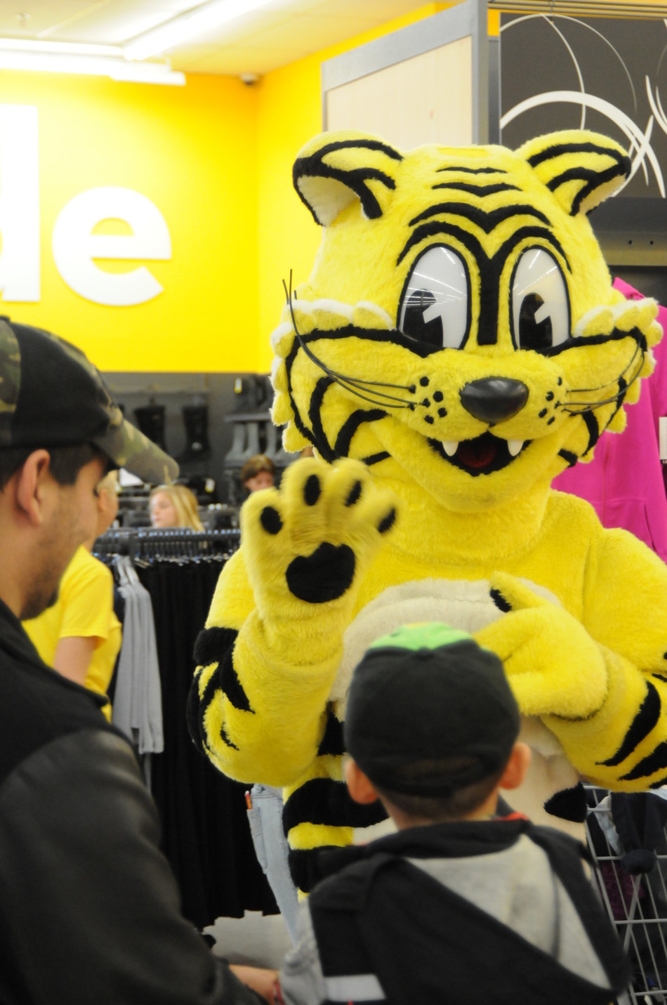 Notre mascotte Friendly, le Tigre Geant (Groupe CNW/Giant Tiger Stores Limited)