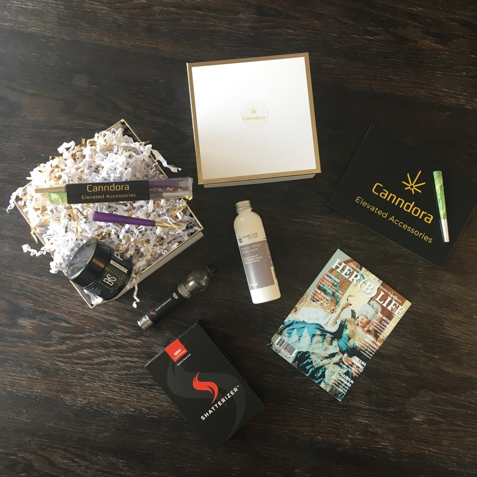 The Canndora Founders Edition curated box includes the Shatterizer, EKS ready-to-infuse pain salve, The Soak Life ready-to-infuse bubble bath, The Her(b) Magazine V2 and pre-rolls, Canndora Darlings. Photo by Canndora. (CNW Group/Canndora)