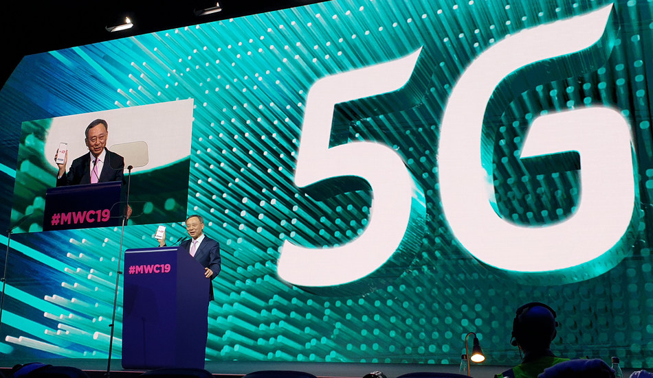 KT Chairman and CEO Hwang Chang-Gyu displays the world's first 5G smartphone during his keynote speech at MWC 2019, held February 25 to 28 in Barcelona, Spain.
