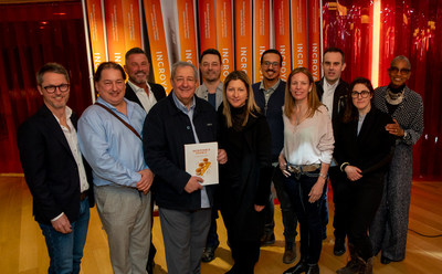 Philippe Mollé (at the centre) with the Maple Culinary Ambassadors (CNW Group/Producteurs et productrices acéricoles du Québec)