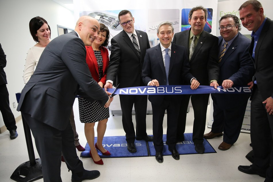 From left to right : Louis Côté, MP Linda Lapointe, Provincial Minister Benoît Charette, Federal Minister François-Philippe Champagne, Mayor Pierre Charron, MP Ramez Ayoub, Martin Larose. (CNW Group/Nova Bus)