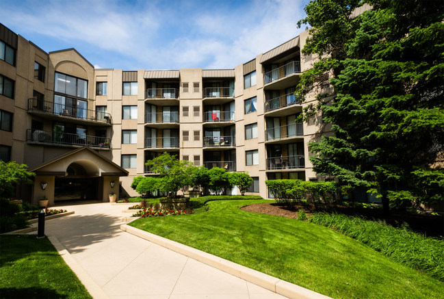 For Elm Creek Apartments in Elmhurst, Illinois, Mosaic Construction renovated this five-story, market-rate multifamily housing complex by replacing more than 1100 windows and patio doors and more than 150 interior, Common Area and Unit doors.