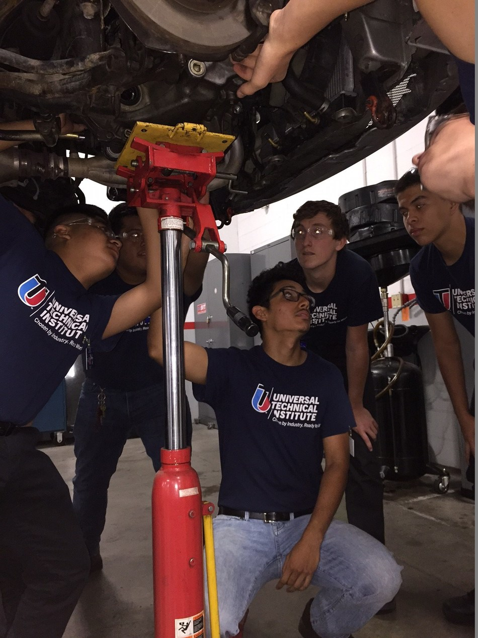 Summer Ignite students from 2018 learn first-hand about working in the transportation industry.