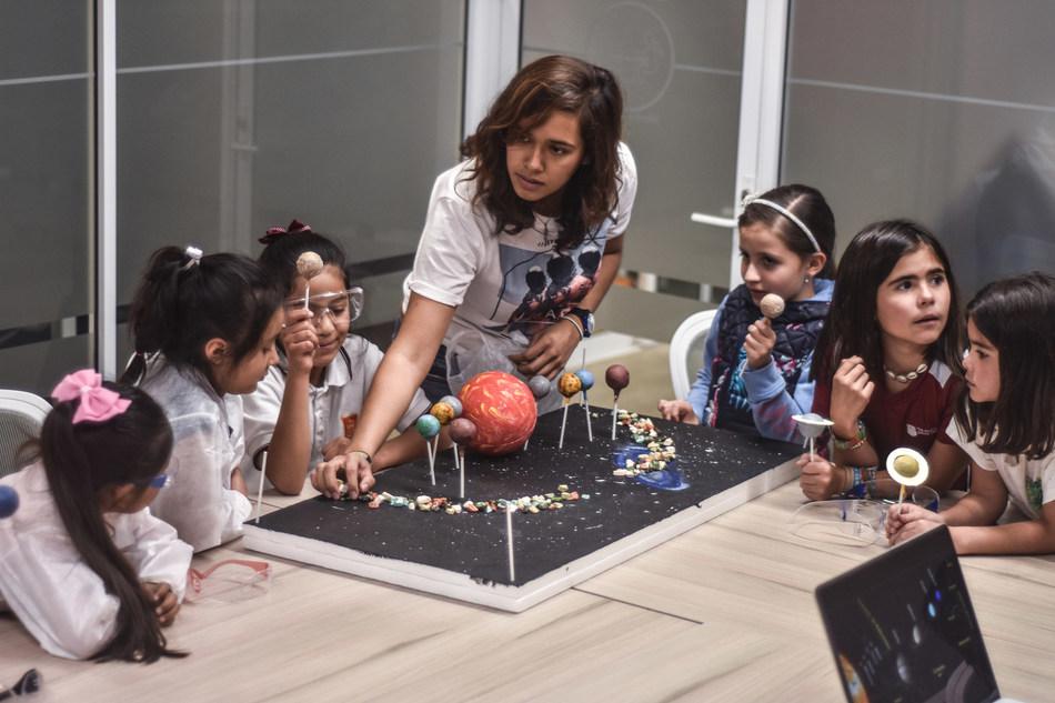 Apoya la iniciativa de estudiantes del IPN y UNAM que están rompiendo las barreras de las niñas en la Ciencia