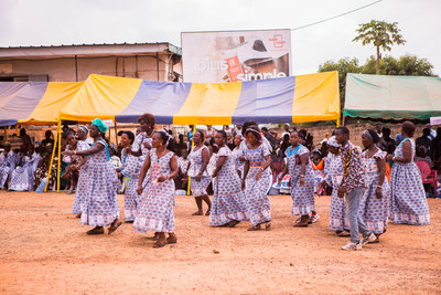 GUEYO, COTE D'IVOIRE (March 7, 2019) – Women entrepreneurs in Gueyo, Cote d'Ivoire celebrate International Women's Day by laying the first stone on a new community marketplace sponsored by DOVE® Chocolate and CARE. Every year, the women of Cote d'Ivoire choose a fabric to wear throughout the month of March. This year's pattern symbolizes a network of women interconnected through experience sharing, much like the women who will share their experiences as business owners in the new market.