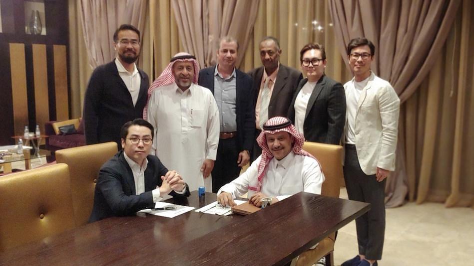 Foresting HQ CEO, Daniel Eom (left), Ram World Tech Solutions Corporation CEO, Naif Bin Abdullah Bin Saud Bin Abdulaziz (right)