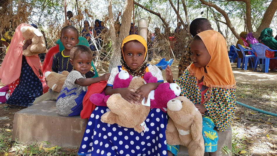 Spin Master and Save the Children Partner to Bring the Toy Movement to Refugee Children in Kenya (CNW Group/Spin Master)