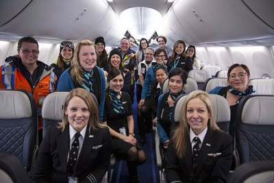 WestJet's all female flight and ground crew from flight 2250 (CNW Group/WESTJET, an Alberta Partnership)