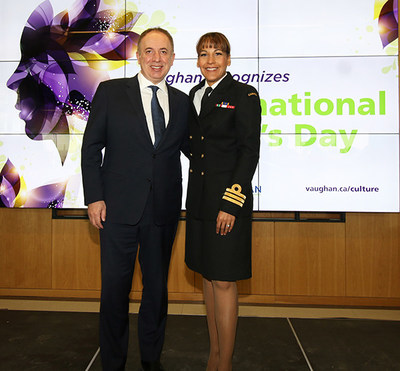 Mayor Maurizio Bevilacqua with Commander Kelly Williamson at the City of Vaughan's 2019 International Women's Day event. (CNW Group/City of Vaughan)